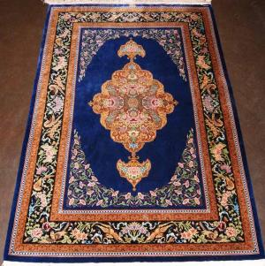 Fine Persian Silk Rug (signed) (99g3126q)